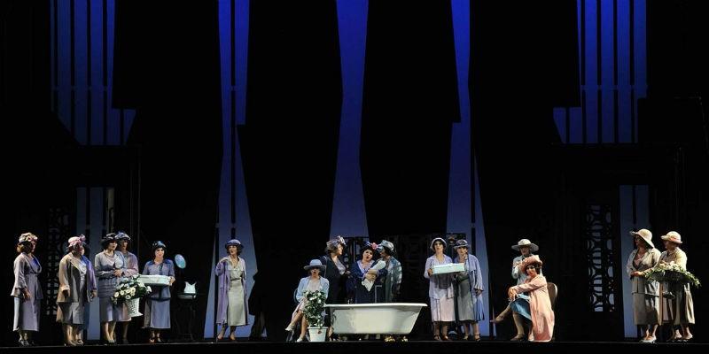 قبعة من القش فلورنسا في مسرح سان كارلو في نابولي