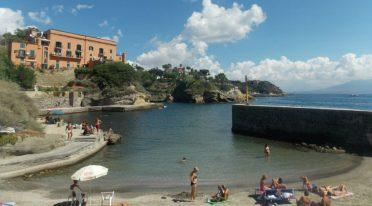 البحر في نابولي