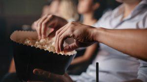 Cartel del cine al aire libre en el Istituto Martuscelli en Nápoles con eventos y conciertos para el verano 2018