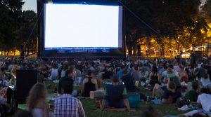 Cartel del cine al aire libre en San Sebastiano al Vesuvio para el verano de 2018 con primeras visiones y debates