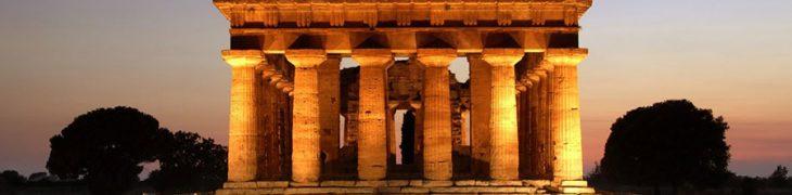 Paestum di sera con il Tempio di Nettuno