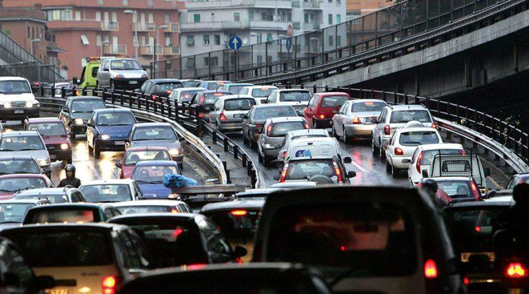 Carretera de circunvalación de Nápoles, intenso tráfico