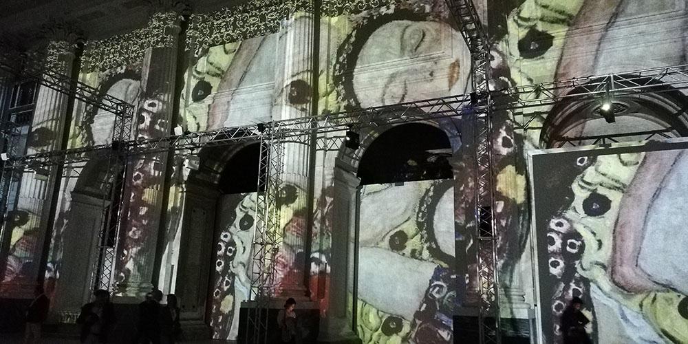 Klimt Experience a Napoli, pareti