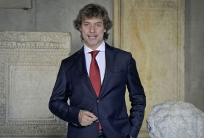 Альберто Анджела в Национальном археологическом музее Неаполя