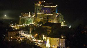 locandina di Mercatini di Natale 2018 al Castello di Limatola con la casa di Babbo Natale e tanto altro