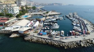 flyer of Navigare 2018 at the Circolo Posillipo in Naples with many boats on display for free admission