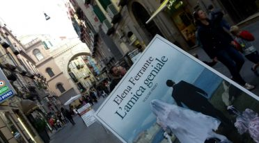 Brilliant fragments, the first tour of Naples inspired by Elena Ferrante's brilliant friend