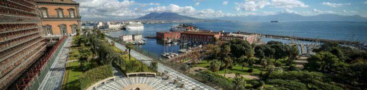 Vue du jardin suspendu du palais royal à Naples