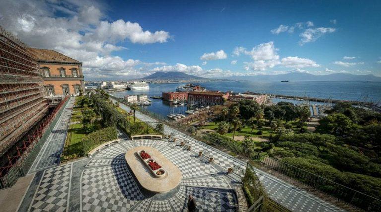 Vista del jardín colgante del palacio real en Nápoles