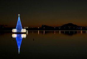 albero di natale galleggiante a Bacoli