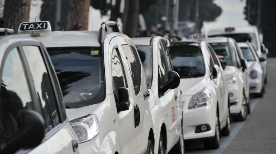 Taxi collettivo a Napoli