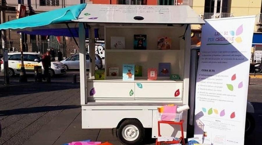 locandina di Biblioape a Napoli per letture itineranti in piazza con bambini e ragazzi