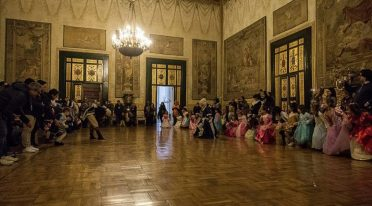 Dance at court in Naples
