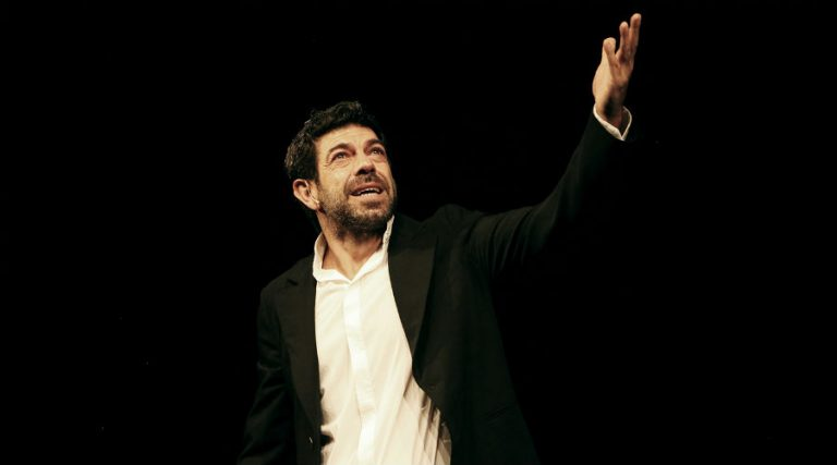 Pierfrancesco Favino at the Bellini Theater in Naples with The night just before the woods