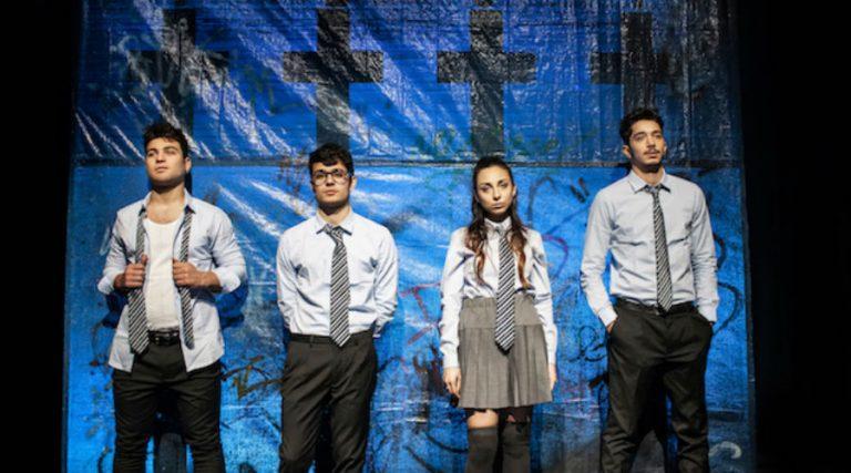 La cabeza bajo el agua en el Teatro Don Peppe Diana en Portici