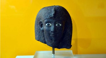 Maske im Nationalen Archäologischen Museum von Neapel