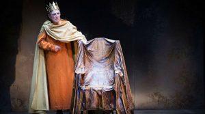 Lo spettacolo Enrico IV di LUigi Pirandello in scena al Teatro Mercadante di Napoli