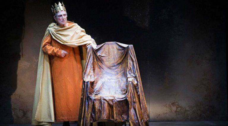 ナポリのTeatro Mercadanteでステージ上のLUIGI PirandelloによるショーEnrico IV