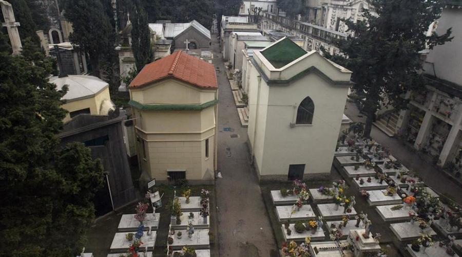 Cimitero di Fuorigrotta a Napoli