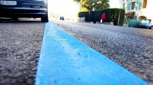 Rayas azules de aparcamiento