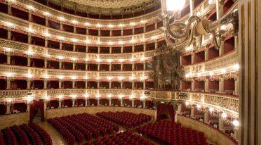 Innenraum des San Carlo Theaters in Neapel