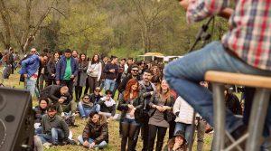 25 Abril Cartel de brunch de 2019 en la Terme di Agnano en Nápoles: música, comida callejera y autos antiguos