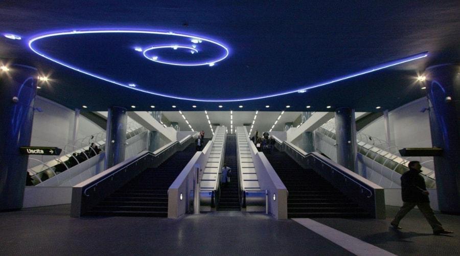 Poster der Metro Art Tour zu Ostern 2019 in Neapel: Führungen durch die Stationen der Stadt