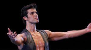 locandina di OnDance a Napoli: Roberto Bolle fa ballare la città con tante lezioni gratuite