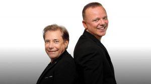 ナポリのフレグレア・アリーナでのコンサートでのニーノ・ダンジェロとジジ・ダレッシオのポスター