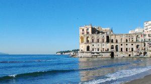 locandina di Visite guidate gratuite alle dimore storiche di Napoli e Campania