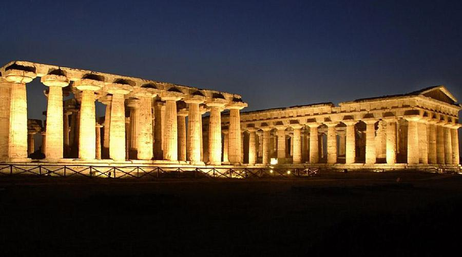 poster of Paestum, evening visits for the summer 2019 with observations of the stars