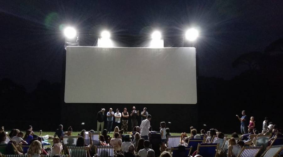 cinema all'aperto al bosco di capodimonte