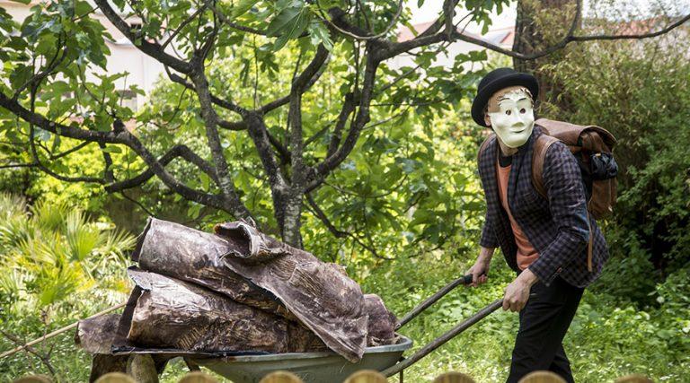 ナポリ植物園の秋のおとぎ話
