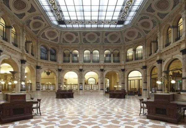 Дворец Зеваллос Стильяно в Неаполе