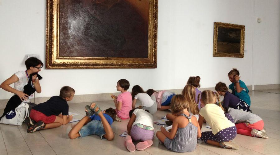 博物馆里的孩子们