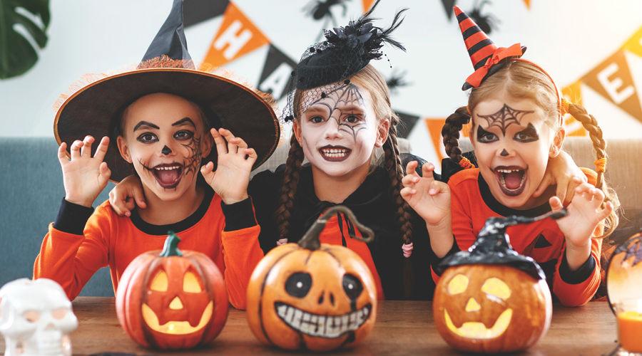 Halloween, Kinder im Kostüm