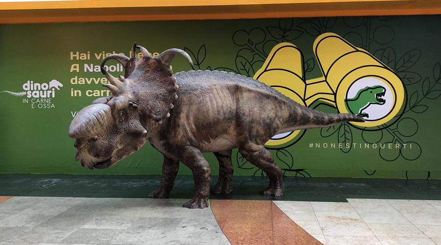 Dinosaurio en el centro comercial Campania