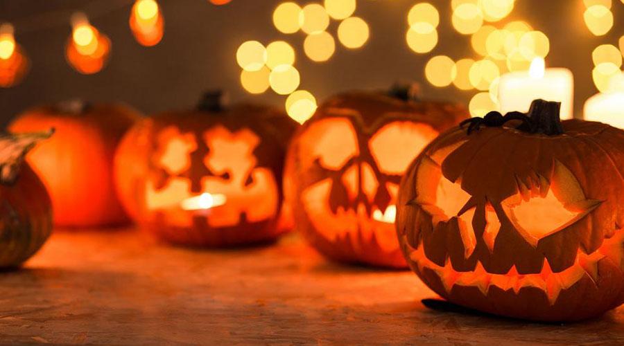 Плакат на хэллоуин в Неаполе: охота на ведьм в историческом центре