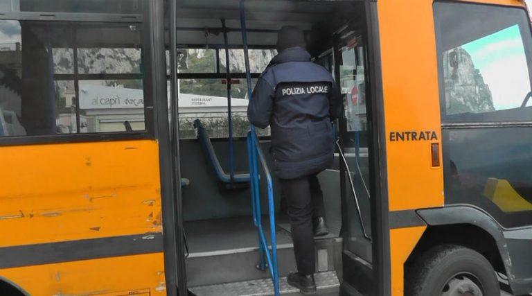 Stadtpolizei in den Bussen