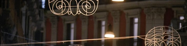 ナポリの芸術家のライト、Pulcinellaマスク