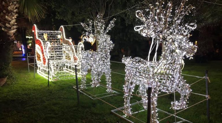 Weihnachtsbeleuchtung in Bacoli