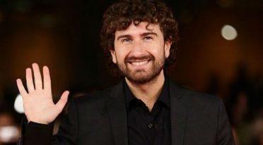 Alessandro Siani sorridente