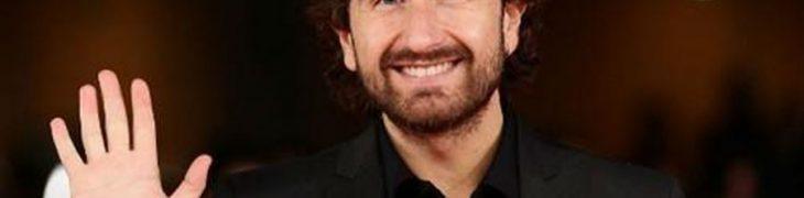 Алессандро Сиани улыбается