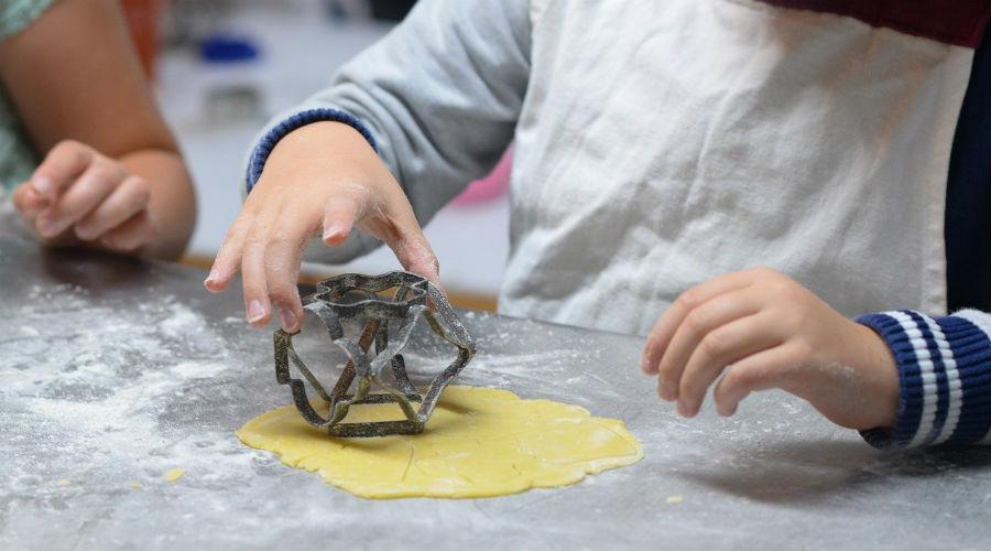 أطفال في المطبخ