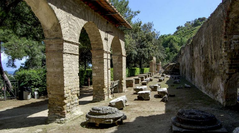 カンピフレグレイ遺跡公園