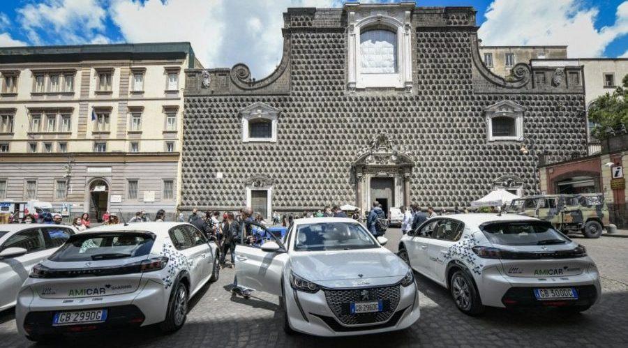 Auto del car sharing a Napoli