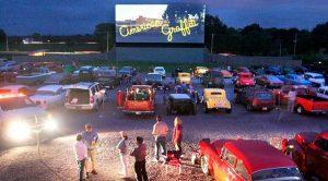 القيادة في ملصق في Pozzuoli لصيف 2020: سينما في الهواء الطلق لمشاهدة في السيارة