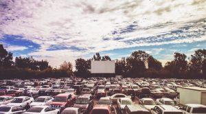 حملة مجانية ملصق في مركز التسوق La Birreria في نابولي: السينما مباشرة بالسيارة