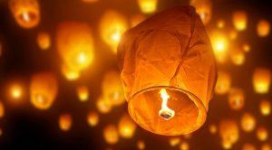 плакат Ночи фонарей на озере Аверно: между желаниями, ритуалами и мифами зимы