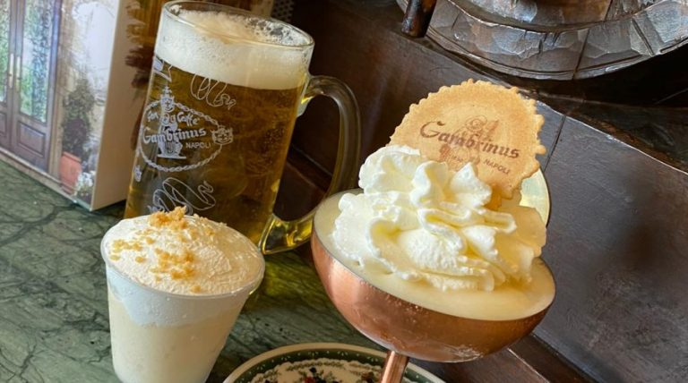 ナポリのカフェガンブリヌスのビールアイスクリーム
